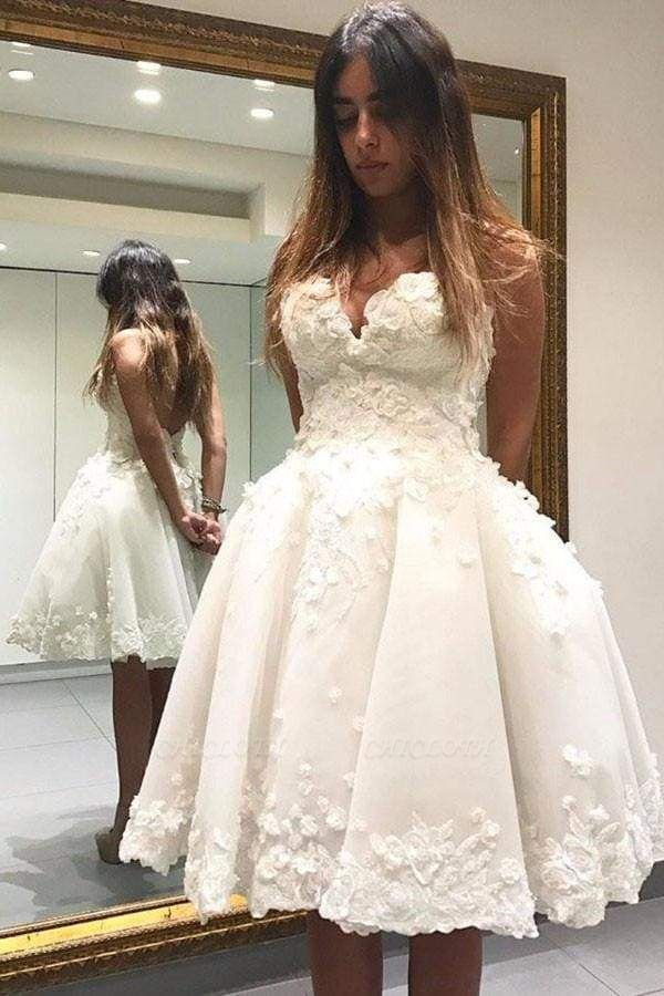 Chicloth Ball Ivory Knee-length Homecoming Dress with Flowers Appliqued Prom Gown