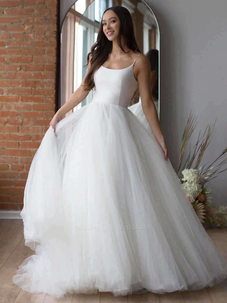 White Wedding Dress Designed Neckline Sleeveless Backless Zipper Tiered With Train Tulle Long Wedding Gowns