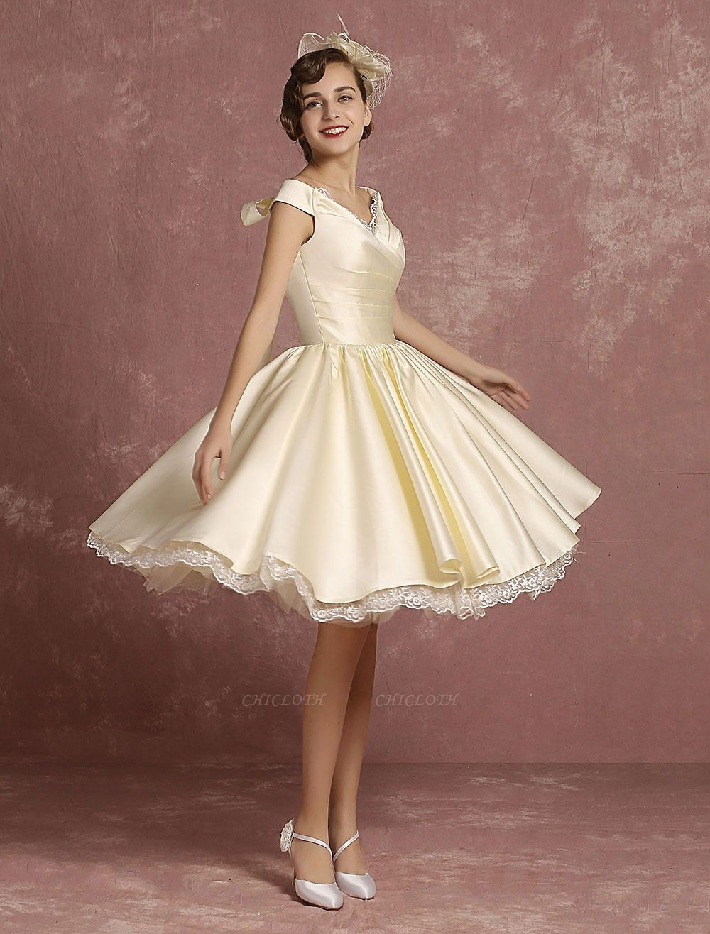Short Wedding Gownses Satin Vintage Princess Wedding Dresses Knee Length Sleeveless Lace Edge Pleated Bridal Gown With Ribbon Bow Exclusive