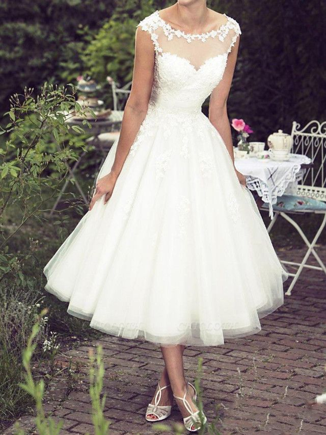 Ball Gown A-Line Wedding Dresses Jewel Neck Tea Length Lace Tulle Sleeveless Vintage Plus Size