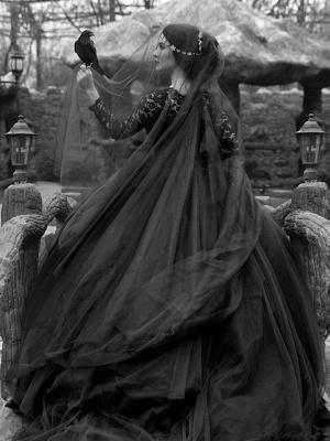 Gothic Wedding Dresses Princess Silhouette Long Sleeves Lace Taffeta Court Train Vintage Bridal Gown_3