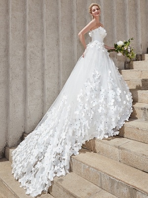 Ball Gown Wedding Dresses Strapless Court Train Tulle Strapless Country Glamorous Plus Size_2
