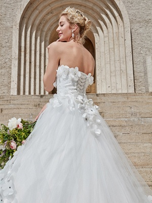 Ball Gown Wedding Dresses Strapless Court Train Tulle Strapless Country Glamorous Plus Size_23