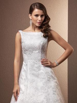 A-Line Wedding Dresses Bateau Neck Chapel Train All Over Floral Lace Regular Straps_5