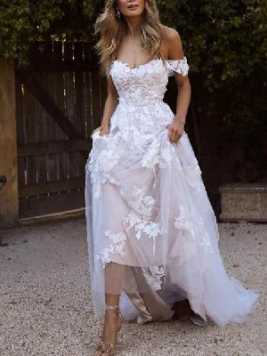 A-Line Wedding Dresses Off Shoulder Sweep \ Brush Train Lace Short Sleeve Country Plus Size_1