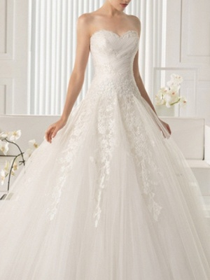 A-Line Wedding Dresses Strapless Sweep \ Brush Train Lace Sleeveless Beach_2